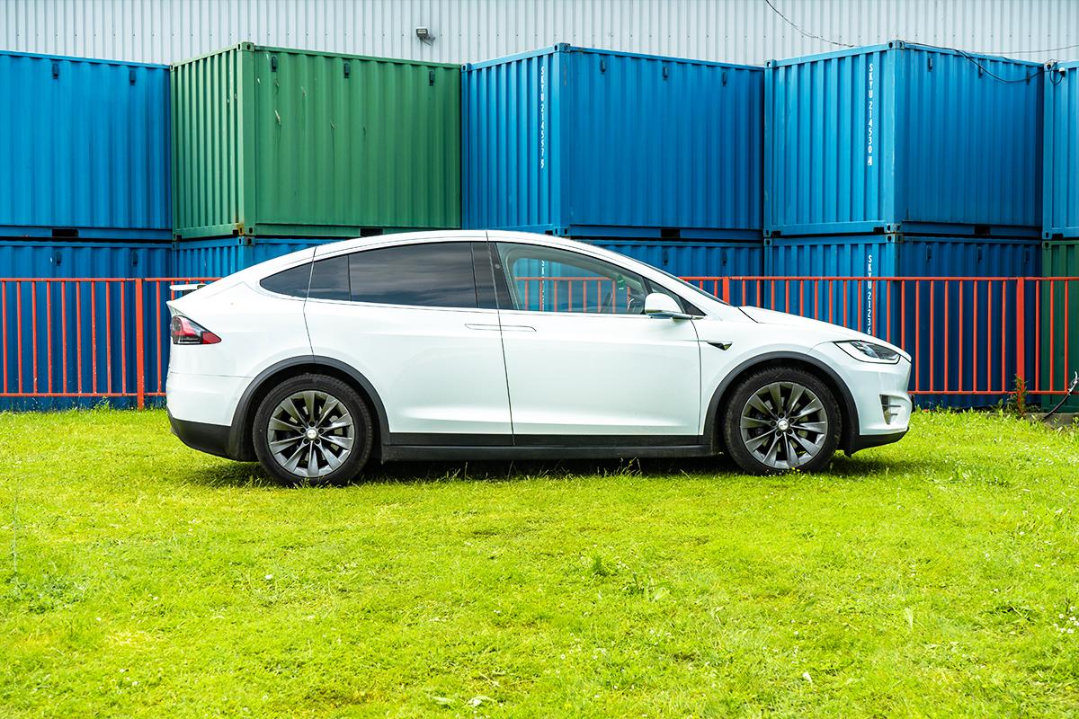 Tesla Model X Side