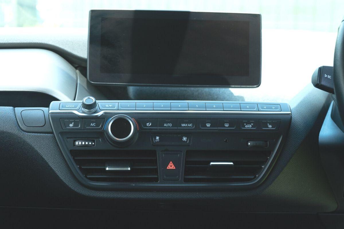 BMW i3 94Ah infotainment screen