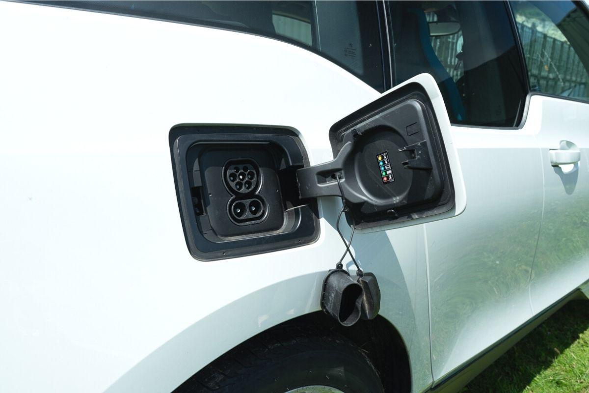 BMW i3 94Ah charging port