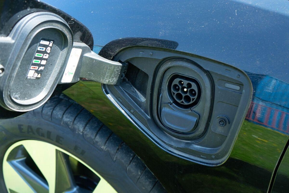 Jaguar I-Pace SE charging port