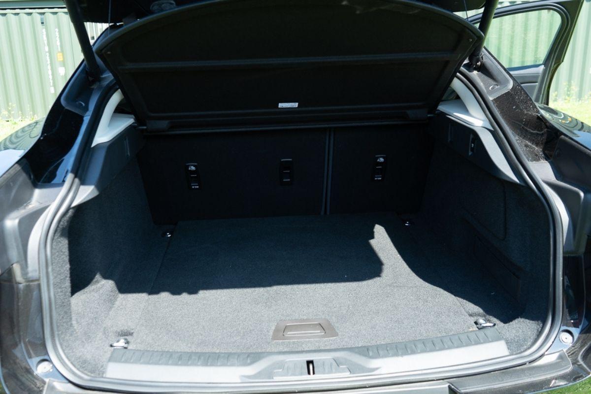Jaguar I-Pace SE boot