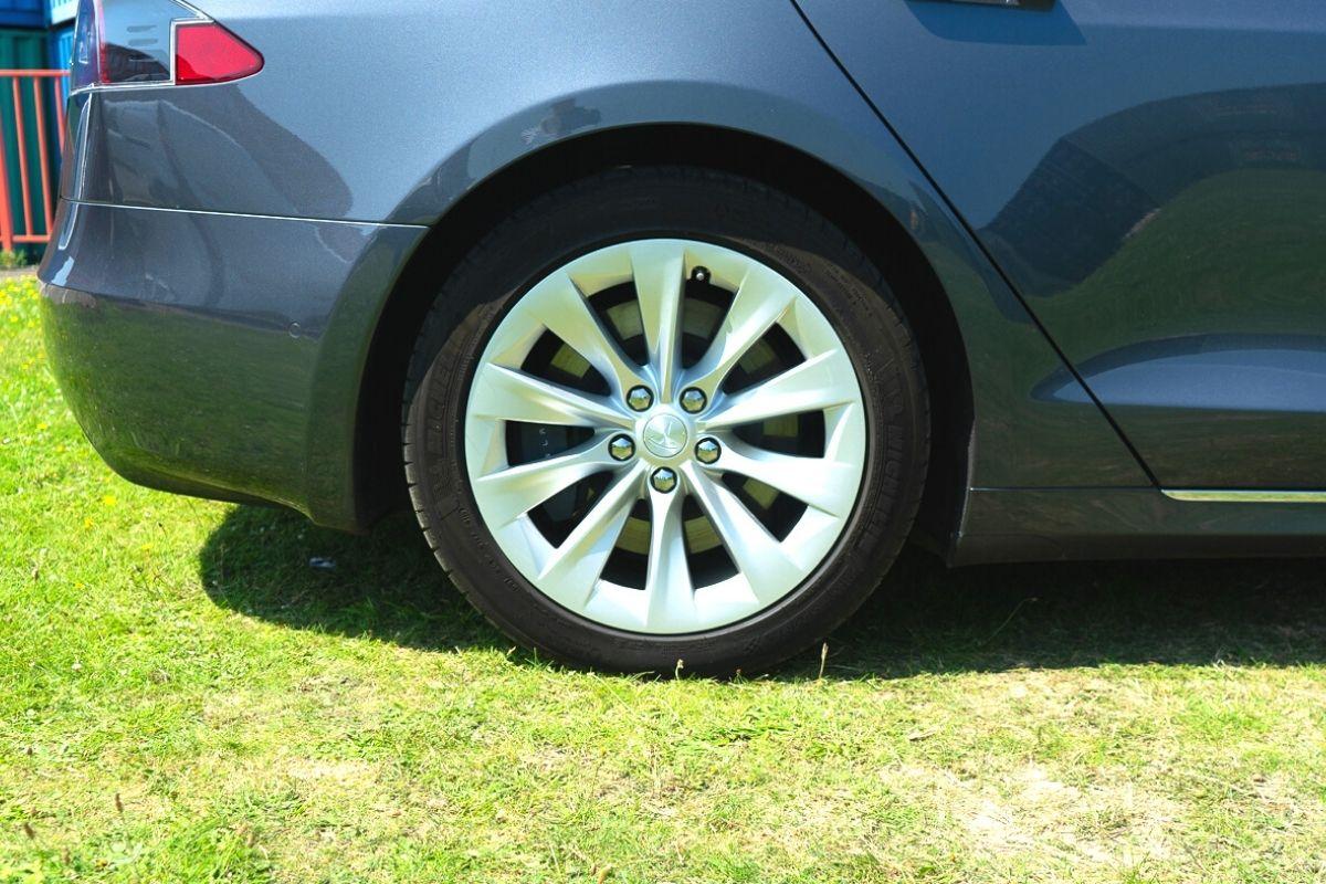Tesla Model S 100D tyre