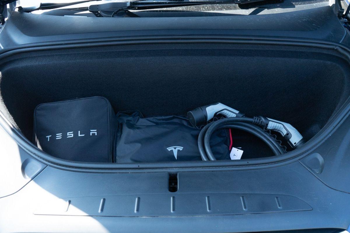 Tesla Model X 100D frunk