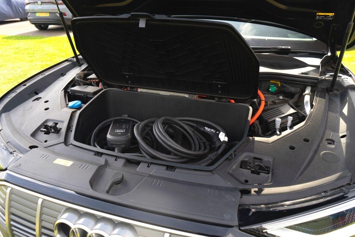Audi e-tron bonnet