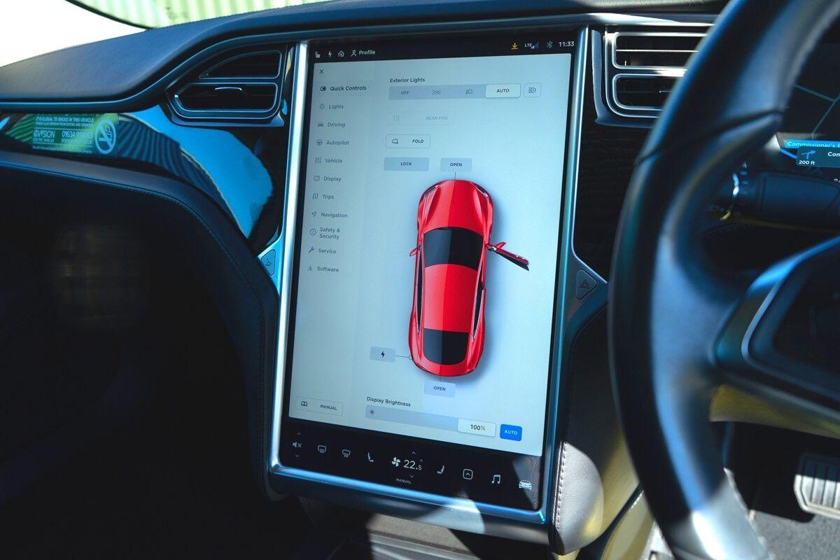 Tesla Model S 75 interior