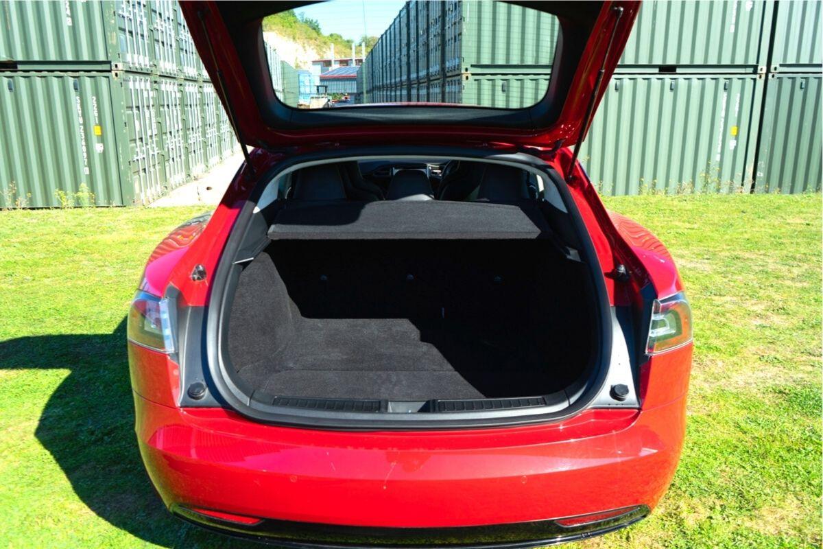 Tesla Model S 75 boot