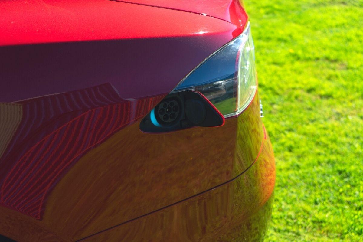 Tesla Model S 75 charging port