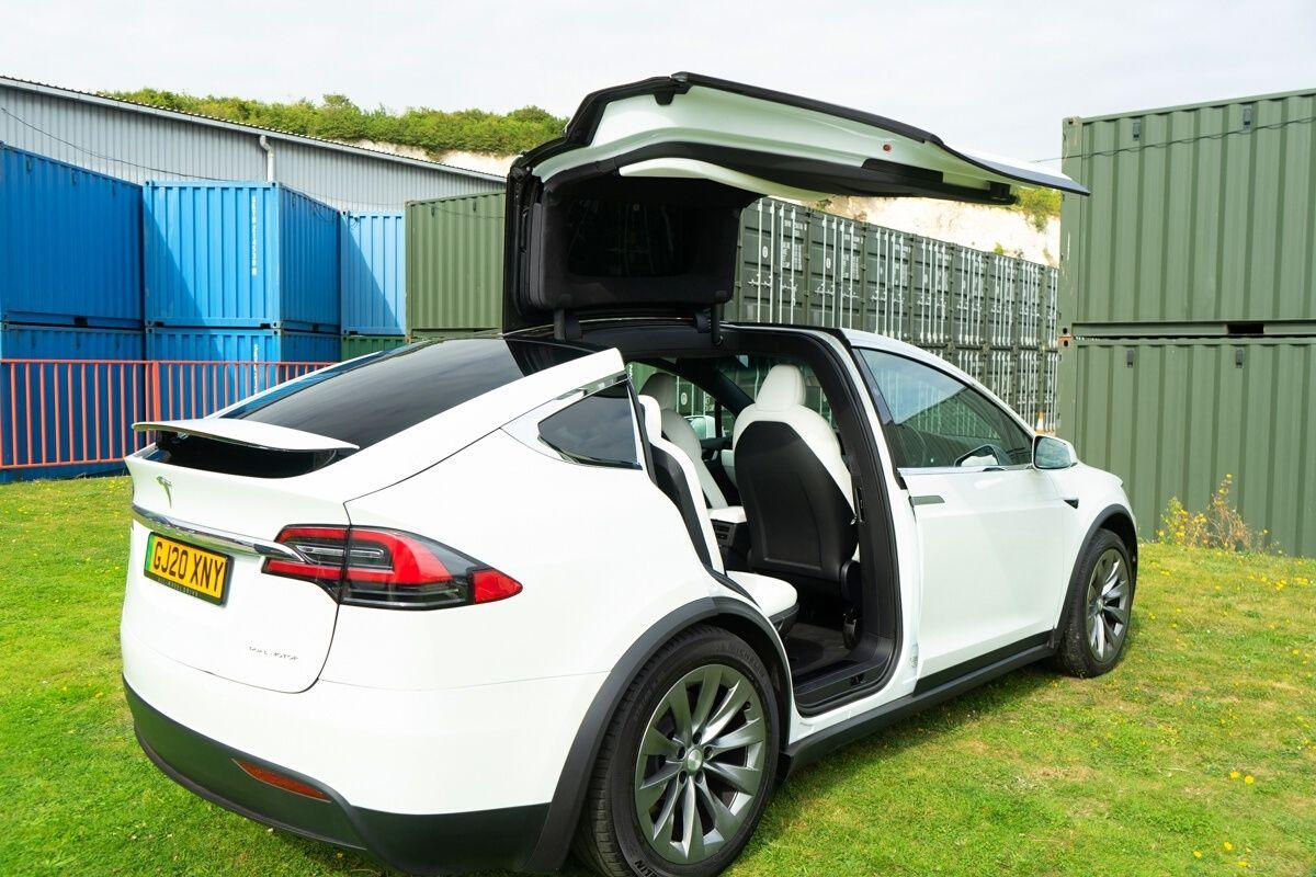 Tesla Model X 90D falcon doors