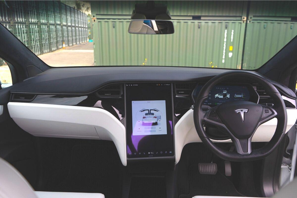 Tesla Model X 90D interior