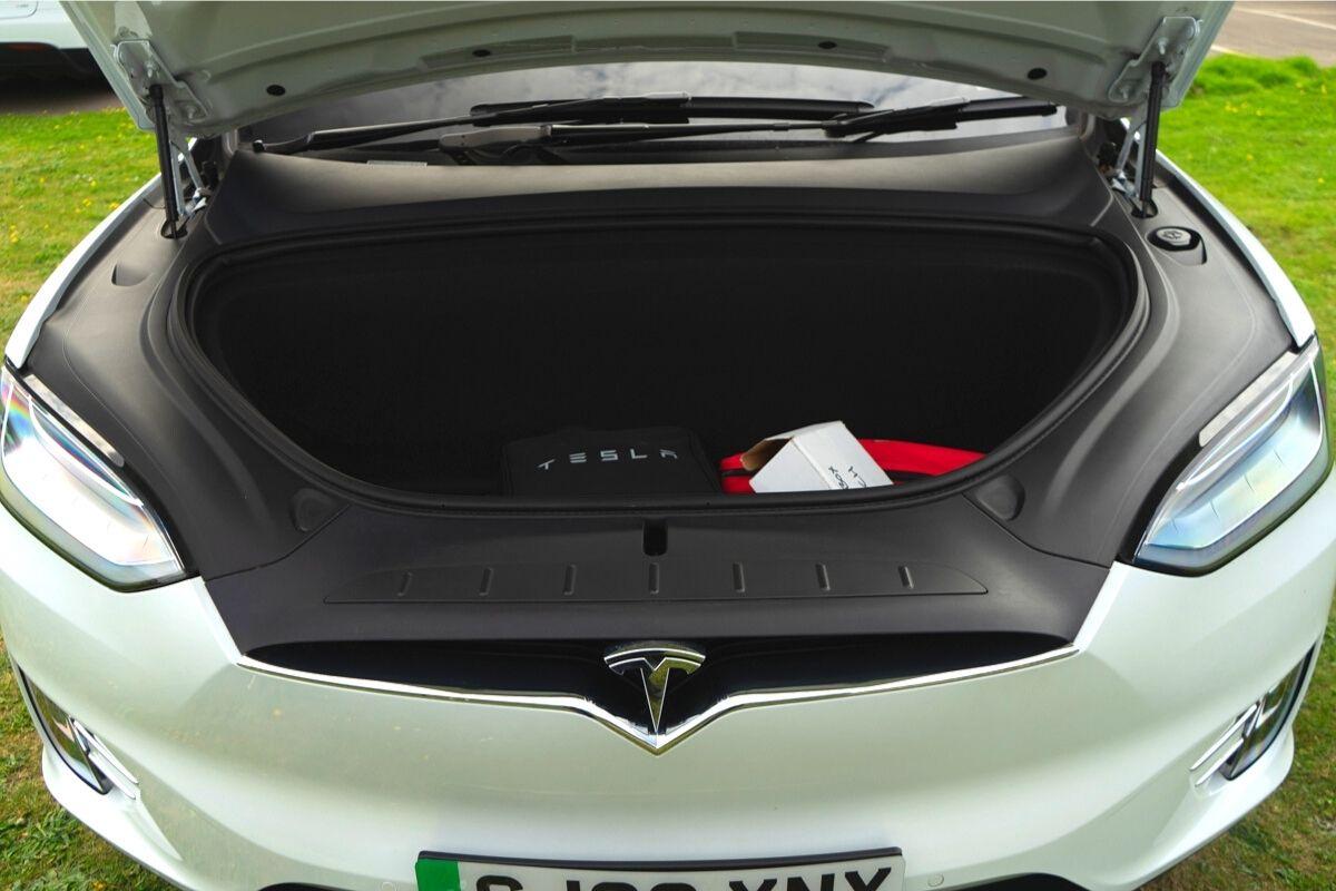 Tesla Model X 90D frunk